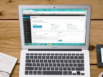 Website maken: Zelf met Wordpress aan de slag of op maat laten maken?